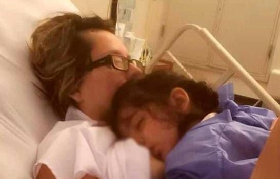 Madre despierta del coma al escuchar a su hija pedirle que la amamante