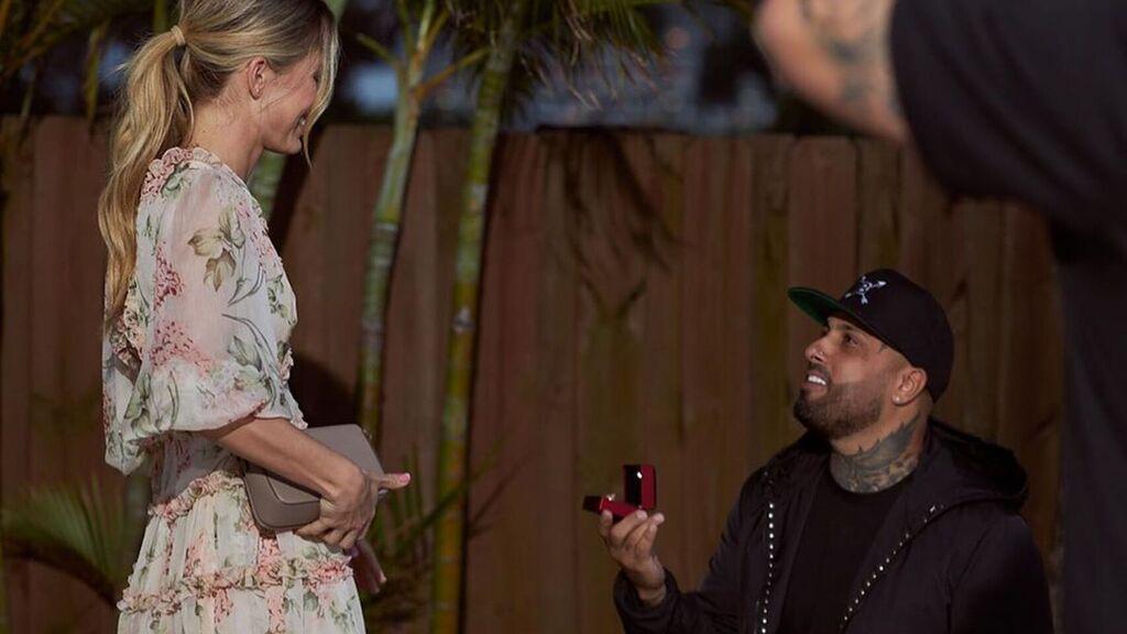 Nicky Jam se comprometió en San Valentín con la modelo Cydney Moreau