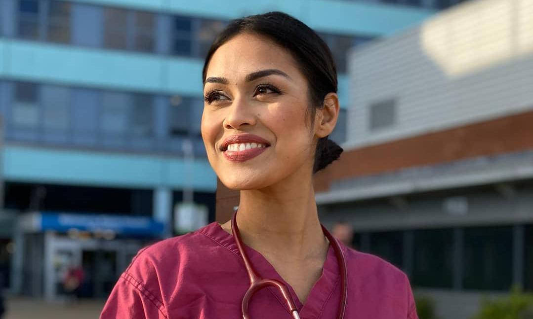 Miss Inglaterra deja la corona para desempeñar su profesión como doctora