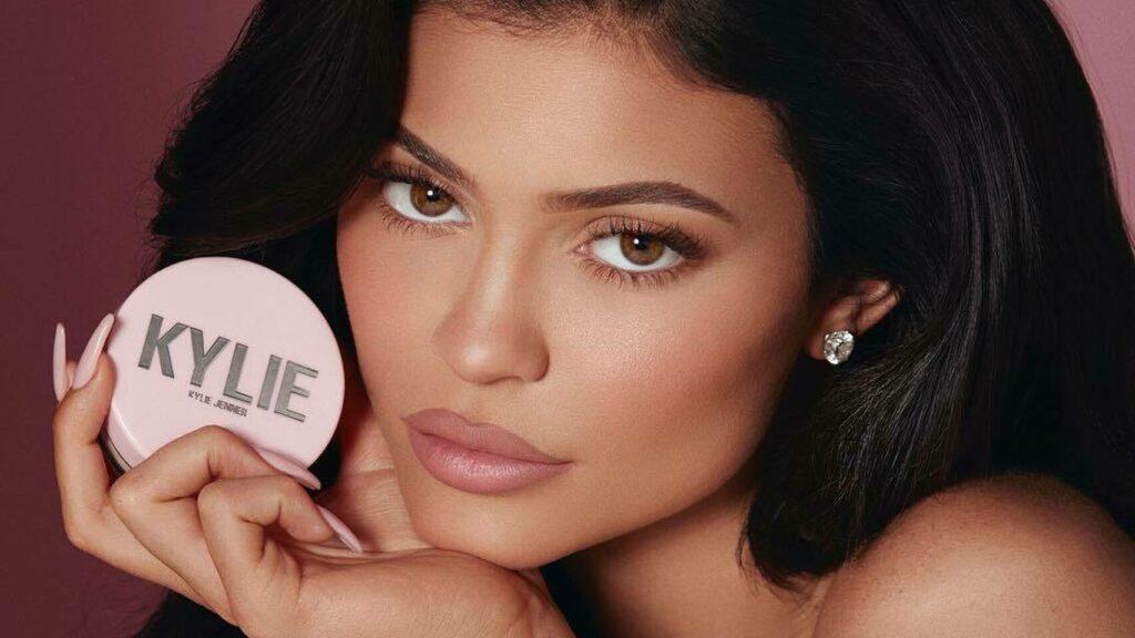 Kylie Jenner del clan kardashian, cirugias