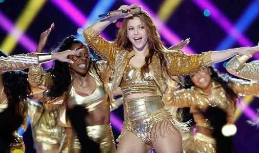 Shakira subastará chaqueta del superbowl