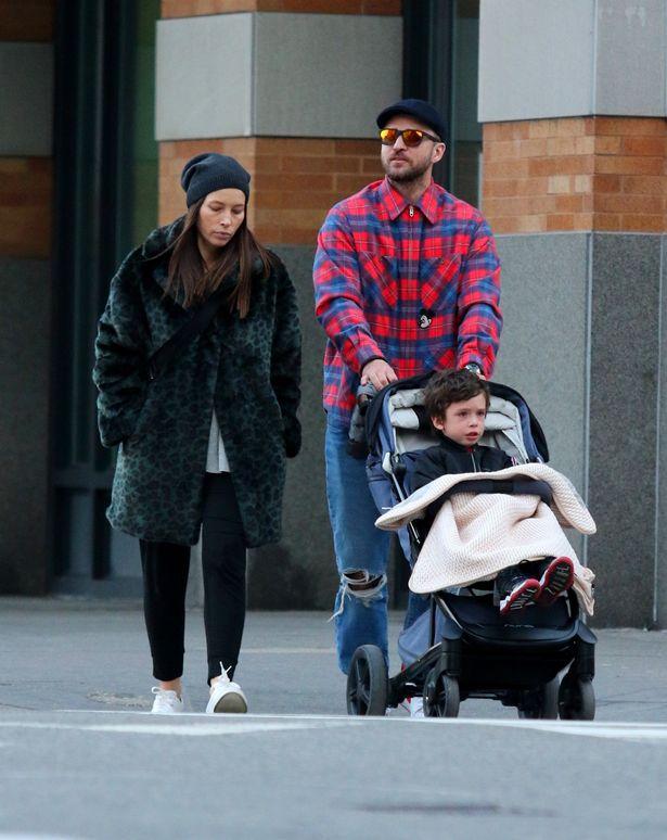 Justin, Jessica y su hijo Silas