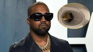 Kanye West esposo de Kim Kardashian orina sobre un grammy