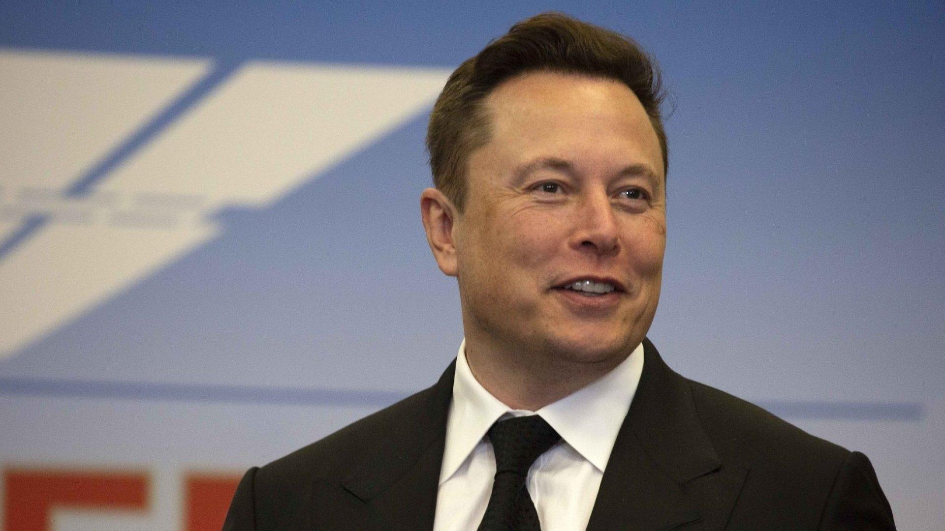 Elon Musk da negativo y positivo a pruebas de coronavirus el mismo día