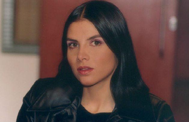 Natalia Ramirez actriz que interpretó a Marcela Valencia en Betty la fea tiene anomalía en un seno