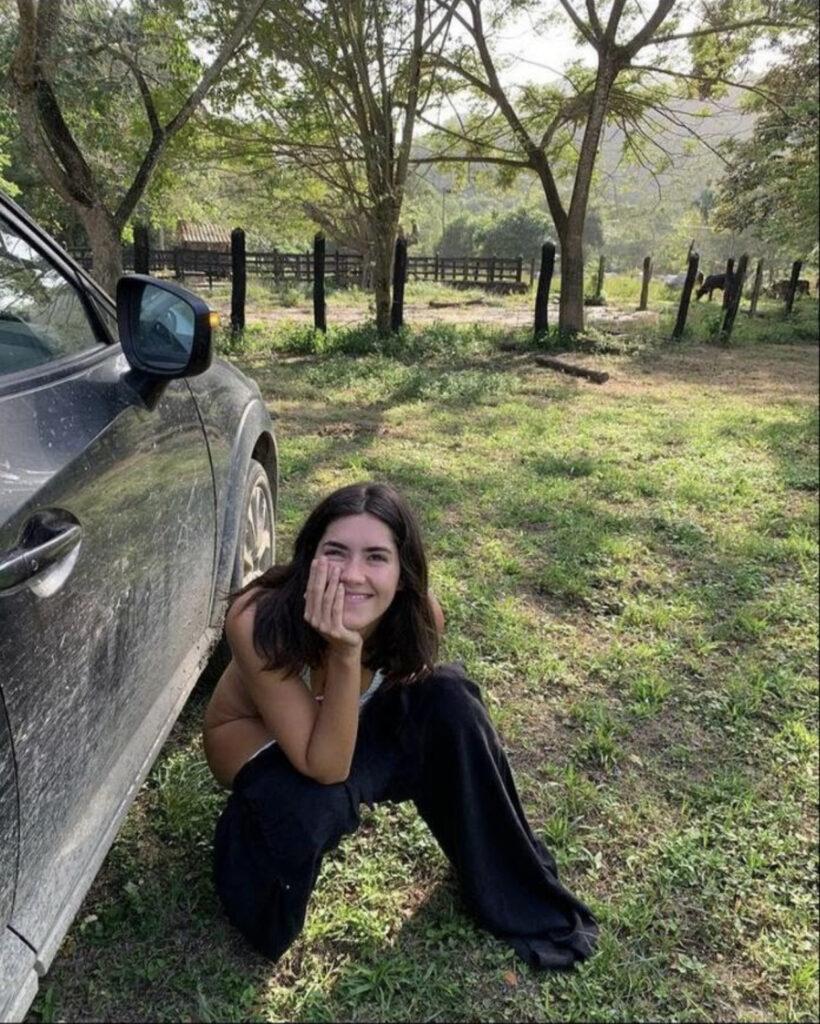 """Paulina Vega publica foto """"evacuando"""" en la carretera y se arrepiente"""
