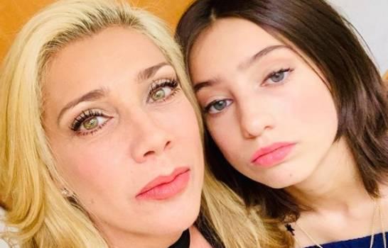 """Elisa Klitbo pide perdón a su madre Cynthia, por llamarla """"racista"""""""