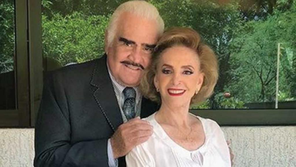 Vicente Fernández compartió romántica postal a su esposa tras escándalo